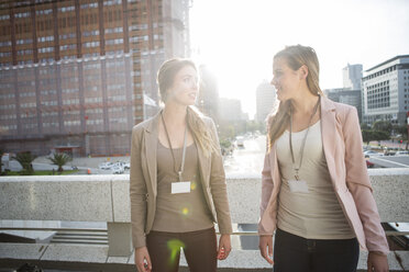 Two businesswomen communicating - ZEF000243
