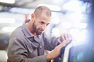 Car mechanic at work in repair garage - ZEF000547