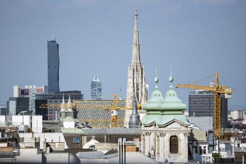 Austria, Vienna, view from Haus des Meeres observation platform to St. Stephen's Cathedral - WE000230
