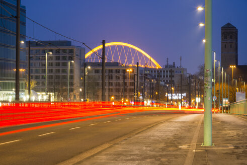 Germany, North Rhine-Westphalia, Cologne, Cologne-Deutz, Deutz Bridge and Lanxess Arena in the background, in the evening - WGF000451