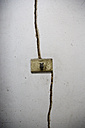 Light switch and crack in wall - JMF000283