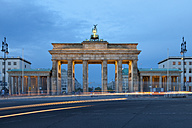 Germany, Berlin, Berlin-Mitte, Place of March 18, Brandenburg Gate in the evening - WIF001046