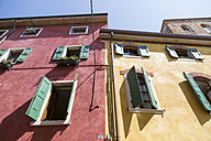 Italy, Lake Garda, Lazise, colorful house fronts - SARF000825