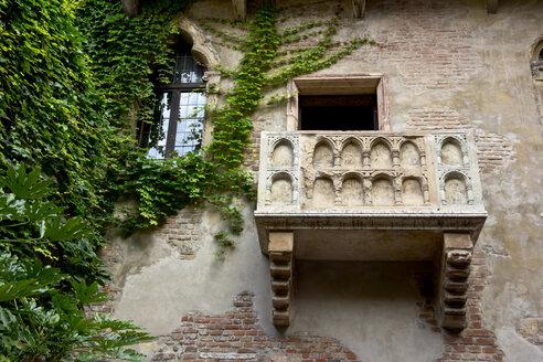 Italy, Veneto, Verona, balcony of Julia Capulet - YFF000244