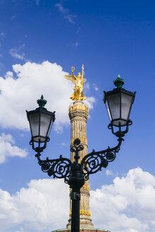 Germany, Berlin, Berlin-Tiergarten, Great Star, Berlin Victory Column and street lamp - KRPF001119