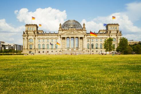 Germany, Berlin, Berlin-Tiergarten, Reichstag building - KRPF001121