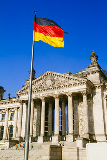 Germany, Berlin, Berlin-Tiergarten, Reichstag building, German flag - KRPF001124