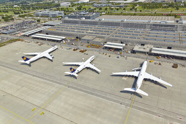 Germany, Bavaria, Munich, aerial view of planes at Munich airport - KD000020