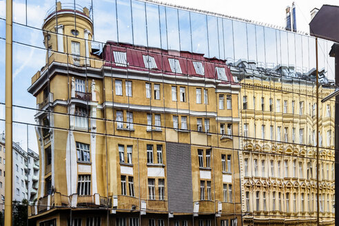 Austria, Vienna, Old town, old houses, reflection in a glass facade - WEF000237