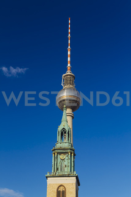 Germany, Berlin, view to television tower with St. Mary's Church in the foreground - KRPF001130 - Kristian Peetz/Westend61