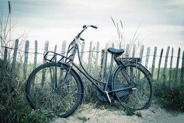 Netherlands, Noordwijk, bike at the beach - NNF000043