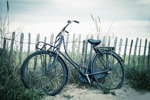 Netherlands, Noordwijk, bike at the beach - NNF000043