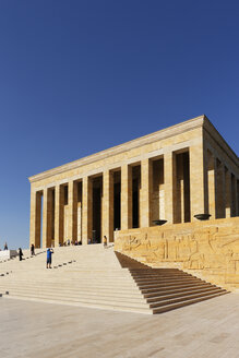 Turkey, Ankara, Anitkabir, People visiting Ataturk's Mausoleum - SIEF005943