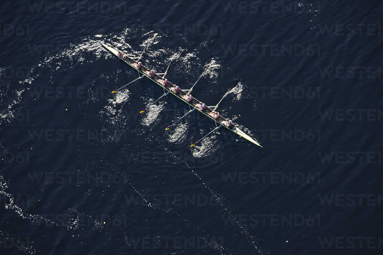 Elevated view of rowing eight in water - ZEF000455 - zerocreatives/Westend61