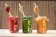 Red, green and orange vegetable and fruit smoothies - BEBF000004