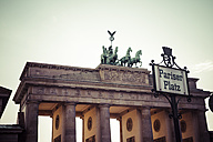 Germany, Berlin, Berlin-Mitte, Brandenburg Gate at Pariser Platz - KRPF001165
