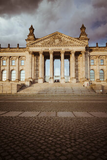 Germany, Berlin, Berlin-Tiergarten, Reichstag building - KRPF001138