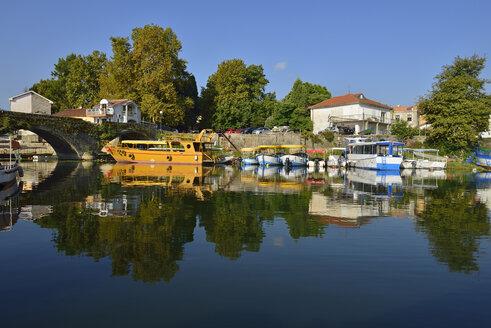 Montenegro, Crna Gora, The Balkans, harbor with historic bridge of Virpazar, Skadar Lake National Park - ES001384