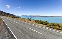 New Zealand, South Island, Lake Pukaki, empty road - WVF000649