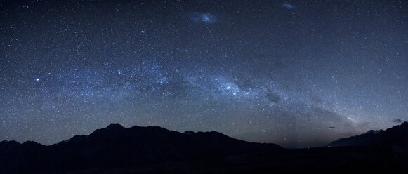 New Zealand, starry sky, milkyway at night - WVF000652