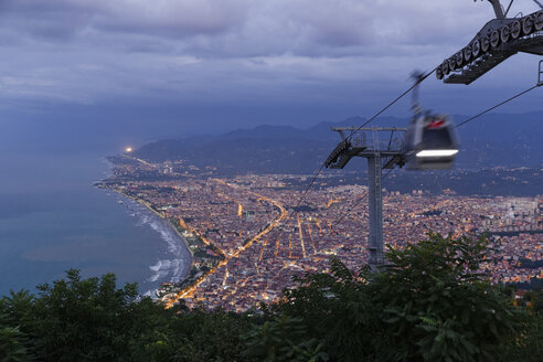 Turkey, Black Sea region, Black Sea coast, Black Sea, View from Boztepe to Ordu, cable car in the evening - SIEF005984