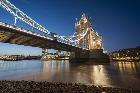 United Kingdom, England, London, River Thames, Tower Bridge in the evening light - PAF000933