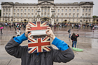 UK, London, boy standing in front of Buckingham Palace hiding behind his digital tablet - PAF000974