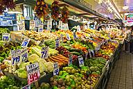 USA, Washington State, Seattle, Pike Place Fish Market, produce stand - FO007110