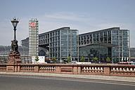 Germany, Berlin, Moltke Bridge in front of cental station - WI001075
