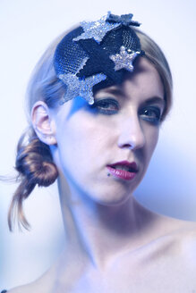 Portrait of rouged blond woman wearing cap with stars - VEF000015