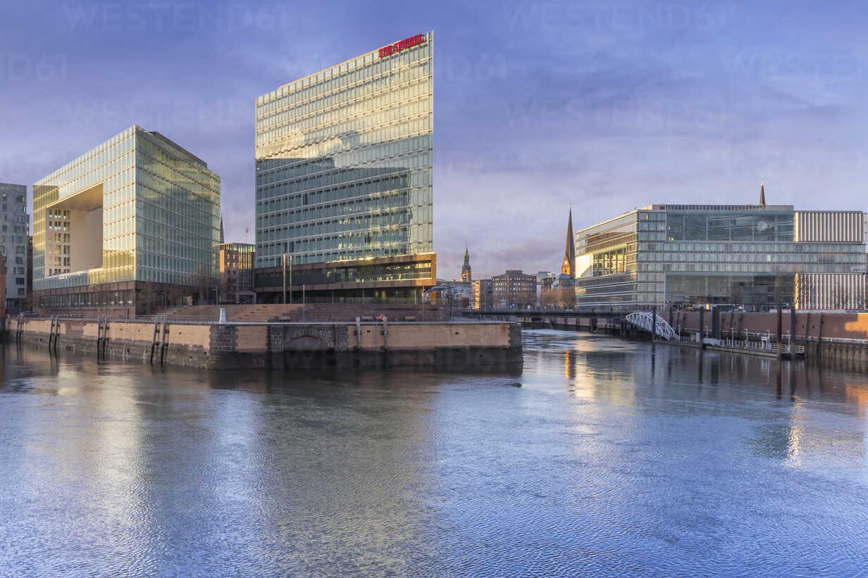 Germany, Hamburg, Hafencity, High-rise office building Ericusspitze, Publishing house Der Spiegel - NKF000177 - Stefan Kunert/Westend61