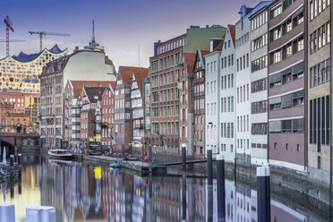 Germany, Hamburg, Historic buildings at Nicolaifleet with the Elbphilharmonie costruction site in the background - NKF000183
