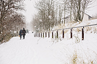 Germany, Saxony, Leipzig, Plagwitz, walkers on snow-covered way - DW000184
