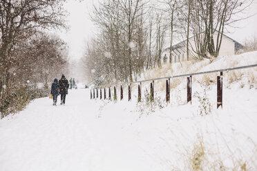 Germany, Saxony, Leipzig, Plagwitz, walkers on snow-covered way - DW000184