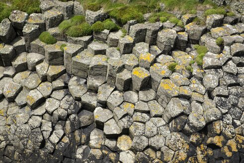 UK, Scotland, Argyll and Bute, hexagonal basalt columns on Staffa island - ELF001306