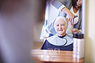 Senior woman at the hairdresser's - ZEF000973