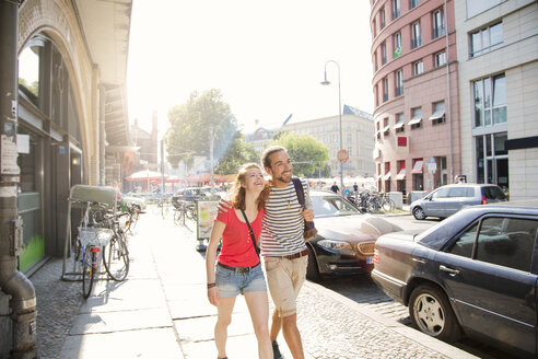 German, Berlin, Young couple walking in street - FKF000697