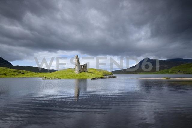 UK, Scotland, Sutherland, Ardvreck Castle at Loch Assynt - ELF001327