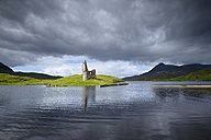 UK, Scotland, Sutherland, Ardvreck Castle at Loch Assynt - ELF001327