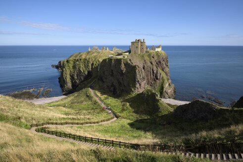United Kingdom, England, Scotland, Aberdeenshire, Stonehaven, Dunnottar Castle at North Sea Coast - ELF001368