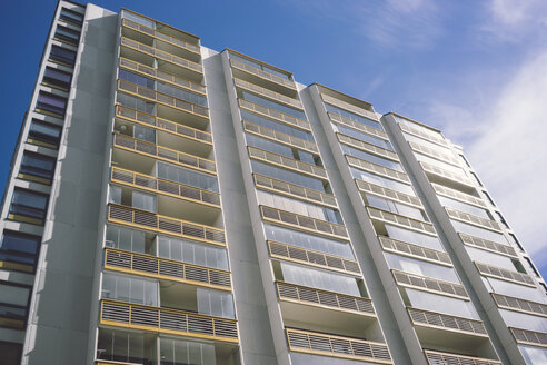 Finland, Helsinki, view to high-rise residential building from below - FLF000546