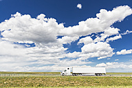 USA, Wyoming, Truck on Interstate 80 - FO007210