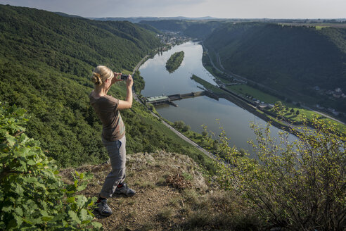 Germany, Rhineland-Palatinate, Moselsteig, woman taking picture of River Moselle - PAF001002