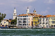 Italy, Veneto, Venice, Giudecca, Row of houses by the canal - THAF000625
