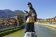 Austria, Upper Austria, Salzkammergut, Bad Ischl, Statue of Saint John of Nepomuk, Traun river - SIE006037