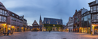 Germany, Saxony-Anhalt, Quedlinburg, market square at dusk - PVCF000118