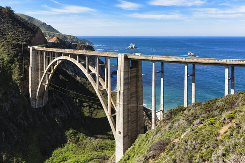 USA, California, Pacific Coast, National Scenic Byway, Big Sur, Bixby Creek Bridge, California State Route 1, Highway 1 - FOF007244