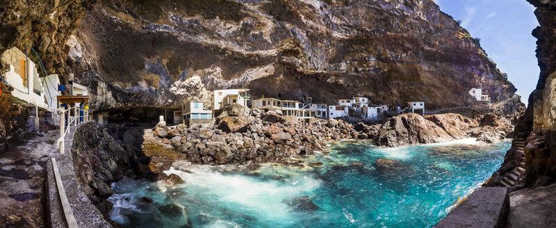 Spain, Canary Islands, La Palma, Tijarafe, Poris de Candelaria, houses in cave - AMF002899