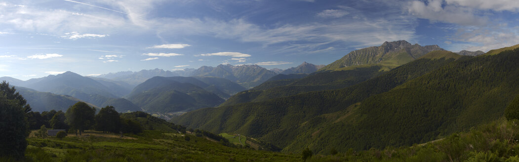 France, Midi-Pyrenees, Hautes-Pyrenees, View to Pyrenees, Panorama - DHL000497