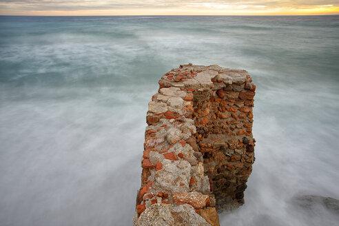 Spain, Andalusia, Natural Park of Cabo de Gata-Nijar, stone wall - DSGF000159